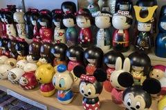 Kyoto - Japan - hölzerne kokeshi Puppen für Verkauf als Geschenke oder souve Stockbild