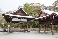 KYOTO JAPAN - Januari 12 2015: Kamigamo-jinja relikskrin en berömd shri Royaltyfri Fotografi