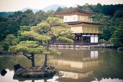 Kyoto, Japan - 24 Juli 2016 Kinkaku -kinkaku-ji, de Tempel van Rokuon -rokuon-ji letterlijk ` van de Gouden Paviljoen` boeddhisti stock afbeeldingen
