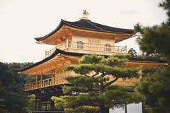 Kyoto, Japan - 24 Juli 2016 Kinkaku -kinkaku-ji, de Tempel van Rokuon -rokuon-ji letterlijk ` van de Gouden Paviljoen` boeddhisti royalty-vrije stock afbeeldingen