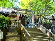 KYOTO, JAPAN - 5. JULI 2017: Kommen Sie von einem stilisierten japanesse Tempel in Kyoto herein Stockfoto