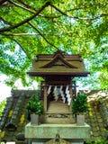KYOTO, JAPAN - JULI 05, 2017: Sluit omhoog van een gestileerde japanesse tempel in Kyoto Stock Fotografie