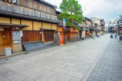KYOTO, JAPAN - JULY 05, 2017: Tourists walking on Gion district in Kyoto Royalty Free Stock Photos