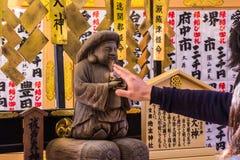 KYOTO, JAPAN - 12. MÄRZ 2018: Tourist an Kiyomizu-deratempel u Lizenzfreie Stockfotografie