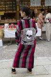 Kyoto, Japan - 17. Mai 2017: Frau im Kimono mit einem Obi der s Lizenzfreie Stockfotografie