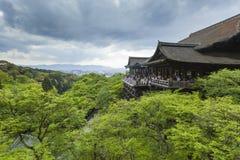 KYOTO JAPAN - MAJ 01, 2014: Kn för alson för Kiyomizu-dera relikskrintempel Royaltyfri Bild