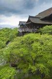 KYOTO JAPAN - MAJ 01, 2014: Kn för alson för Kiyomizu-dera relikskrintempel Arkivbilder