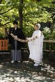 Kyoto Japan - Maj 18, 2017: Precis gift par i kimono på a Arkivbilder