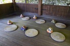 Kyoto Japan - Maj 19, 2017: Rum med traditionellt buddistiskt trä Royaltyfri Bild