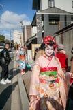 2012 in Kyoto, Japan, Niet geïdentificeerde mooie vrouwen in traditiona Stock Foto's