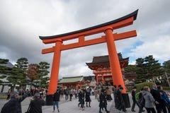 KYOTO JAPAN - NOVEMBER 24: Fushimi Inari Taisha relikskrin på November 2 Arkivfoton
