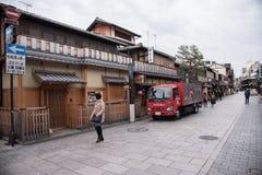 KYOTO JAPAN - NOVEMBER 25: Japanskt hus i det Gion området på Novemb Royaltyfria Foton