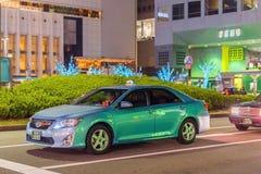 KYOTO, JAPAN - NOVEMBER 7, 2017: Toyota-auto op stadsstraat exemplaar Stock Fotografie