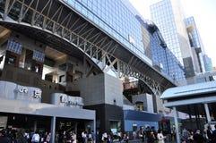 KYOTO JAPAN - OCT 27: Kyoto Station är Japan 2nd största trai Royaltyfri Foto