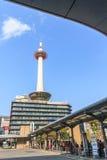 KYOTO, JAPAN - OCT 30: De Toren van Kyoto en de Toren bekeken Hotel van Kyoto Royalty-vrije Stock Fotografie