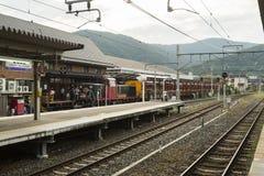 Kyoto Japan - Oktober 4, 2016: Sagano scenisk järnväg på saga-Arashiyamastationen, Kyoto, Japan Royaltyfri Foto