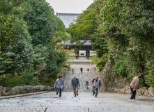 KYOTO JAPAN - OKTOBER 09, 2015: Trappa till Chion-i relikskrin, tempel i Higashiyama-ku, Kyoto, Japan Högkvarter av Jodoen-shu S Arkivbild