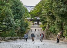 KYOTO, JAPAN - 9. OKTOBER 2015: Treppe Chion-in zum Schrein, Tempel in Higashiyama-ku, Kyoto, Japan Hauptsitze des Jodo-shu S stockfotografie
