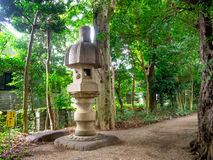 KYOTO, JAPON - 5 JUILLET 2017 : Structure lapidée au milieu d'un parc dans un temple et un Zen Garden de Tenryu-JI, divinement images libres de droits