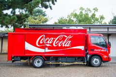 Kyoto, Japon - 15 novembre 2017 : Camion de coke fournissant les boissons a Image libre de droits