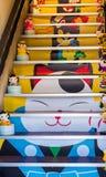 KYOTO, JAPON - 7 NOVEMBRE 2017 : Escaliers à une boutique de cadeaux locale vertical photos stock