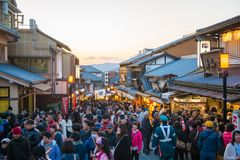 KYOTO, JAPON - 17 NOVEMBRE 2017 : Foules des personnes au shoppi Images libres de droits