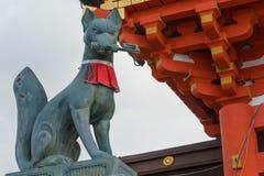 KYOTO JAPONIA, Jan 11 2015, -: statuy lisy przy Fushimi Ta Obrazy Stock