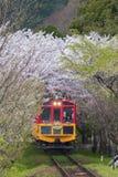 KYOTO JAPONIA, KWIECIEŃ, - 06: Sakano Romantyczny pociąg, zwiedzający r Zdjęcie Stock