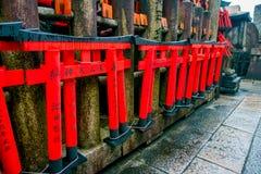 KYOTO JAPONIA, LIPIEC, - 05, 2017: Świątyni Choja świątyni modlitewny teren przy Fushimi Inari Taisha świątynią sławny historyczn Fotografia Royalty Free