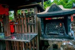 KYOTO JAPONIA, LIPIEC, - 05, 2017: Świątyni Choja świątyni modlitewny teren przy Fushimi Inari Taisha świątynią sławny historyczn Zdjęcia Royalty Free