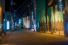 KYOTO JAPONIA, LIPIEC, - 05, 2017: Nocy scena turyści zastanawia się wokoło wąskiej ulicy Gion okręg, Kyoto Obrazy Royalty Free