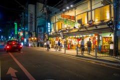 KYOTO JAPONIA, LIPIEC, - 05, 2017: Nocy scena turyści zastanawia się wokoło wąskiej ulicy Gion okręg, Kyoto Zdjęcie Royalty Free