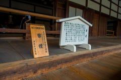 KYOTO JAPONIA, LIPIEC, - 05, 2017: Pouczający znak przy wchodzić do główna pawilonu Tenryu-ji świątynia przy Arashiyama, blisko K Fotografia Royalty Free