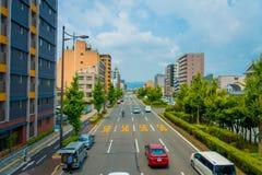 KYOTO JAPONIA, LIPIEC, - 05, 2017: Samochody na ulicie Kyoto w Japonia Kyoto metropolia jest jeden ludny miasto Zdjęcia Royalty Free