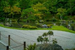 KYOTO JAPONIA, LIPIEC, - 05, 2017: Zen ogród Tenryu-ji, Nadziemska smok świątynia w Kyoto, Japonia Fotografia Stock