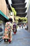 KYOTO JAPONIA, OCT, - 21 2012: Japońskie damy w tradycyjnej sukni Obraz Stock