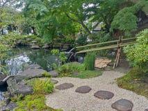 Kyoto, JAPONIA, Sierpień 12, 2017: Zamyka up japońska bambusowa fontanna Fotografia Stock