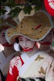 KYOTO - 24. JULI: Nicht identifiziertes Maiko-Mädchen (oder Geiko Dame) auf Parade von hanagasa in Gion Matsuri (Festival) hielte Stockfoto