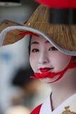 KYOTO - 24. JULI: Nicht identifiziertes Maiko-Mädchen (oder Geiko Dame) auf Parade von hanagasa in Gion Matsuri (Festival) hielte Stockbilder