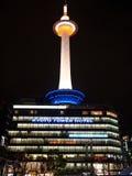 Kyoto-Kontrollturmhotelnacht Stockfotos