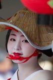 KYOTO - 24 LUGLIO: La ragazza non identificata di Maiko (o signora di Geiko) sulla parata del hanagasa in Gion Matsuri (festival) Immagini Stock Libere da Diritti
