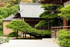 KYOTO - MAJ 29: byggnader av den Kinkakuji templet kan på 29, 2008, Royaltyfri Foto