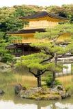 KYOTO - MAJ 29: Den Kinkakuji templet kan på 29, 2008, Kyoto. Japan Royaltyfri Fotografi
