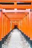 KYOTO - 24 NOVEMBRE 2016: Ingressi di Torii in Fushimi Inari Taisha Shr Fotografia Stock Libera da Diritti
