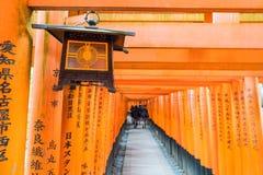 KYOTO - 24 NOVEMBRE 2016: Ingressi di Torii in Fushimi Inari Taisha Shr Immagine Stock