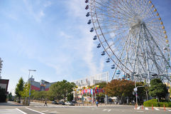 KYOTO OCT 23: Ferris toczy wewnątrz Tempozan schronienia wioskę - Osaka, Zdjęcia Stock