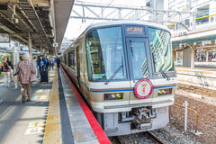 KYOTO - OCT30, 2013: Travelers train at Kyoto railway station  i Royalty Free Stock Photos