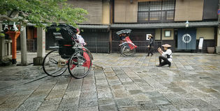 Kyoto Rickshaws Royaltyfri Bild