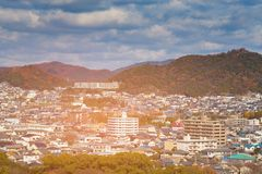 Kyoto siedziby teren z wieloskładnikowego colour halnym tłem, J obrazy stock