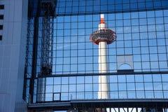 Kyoto torn som avspeglas av glass stål Royaltyfria Bilder